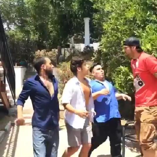 【今日から役立つ豆知識】背の低い男性が背の高い男性と戦う方法