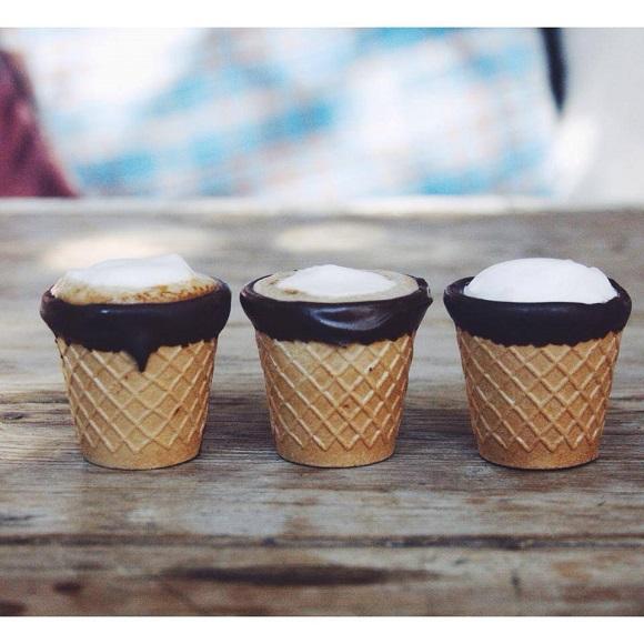 【食べられるカップ】絶対おいしいに違いない、ワッフルコーンとコーヒーのコラボ