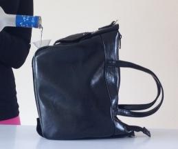 【酒好き必見】ドリンクを直接入れて持ち歩くことができるハンドバッグを発見ッ! なんと830mlも入っちゃうよ~