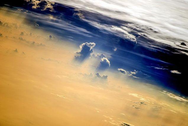 【宇宙なう】ロシア人宇宙飛行士がツイッターで公開し続けている「宇宙からみた地球」が美しすぎる