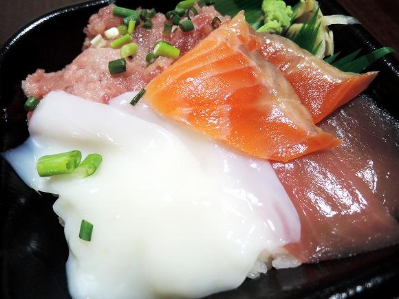 【コスパ良好ごはん】500円の海鮮丼のネタと酢飯をセパレートしてみた / 刺身を肴にワンカップ&シメにちらし寿司の最強コンボが完成!