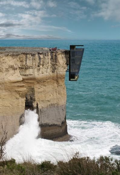 ホントに住んで大丈夫なの、ココ…? 2時間サスペンスに出てきそうな断崖絶壁に建てられたゴージャスな家