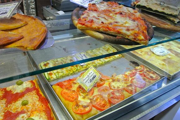 【美食の国イタリア】フォカッチャ発祥の地で「本場のフォカッチャ」を食べてみた/あまりの薄さにビックリ!
