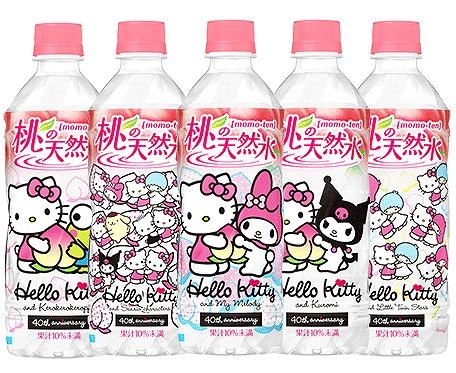 ハローキティさんと「桃の天然水」がコラボしたペットボトルがかわいい♪ キティさんといろんなサンリオキャラがHUGしてるデザインなの!!!