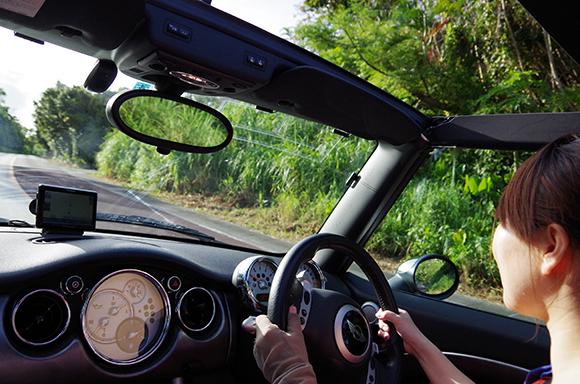 【今日は何の日?】9月27日は「女性ドライバーの日」でござる / 日本で初めて自動車の「女性ドライバー」が誕生した日なのです!