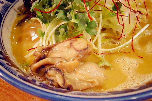 濃厚な牡蠣エキスが五臓六腑にしみ渡る/錦糸町・麺や佐市の「牡蠣ラーメン」は牡蠣上級者にごり押ししたい逸品
