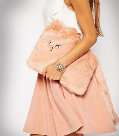 秋冬に持ちたいっ!! ふわふわのネコちゃんファーがめちゃんこキュートなクラッチバッグ