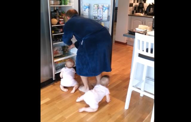 ひとりを離すと、もうひとりが近づく…双子の赤ちゃんに翻弄されるパパの映像
