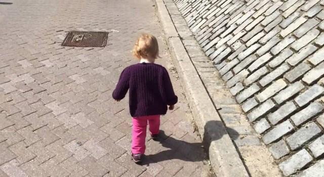 気持ちがほわーんと温かくなる! 赤ちゃんがはじめての1歩を踏み出すまでの日々を1分半にまとめた動画