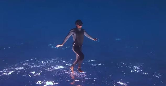 【幻想的】これはスゴイ! CGなど一切使わずに水の上をふわふわ歩く幻想的な映像
