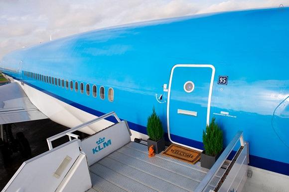 【泊まってみたい】ゴージャスな専用機に乗っている気分かも♪  飛行機に宿泊できる企画が「Airbnb」に登場‼