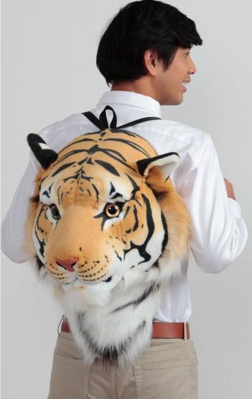 まるでトラの頭を背負ってるみたい! ニッセンから発売中の猛獣アニマルリュックがネットで話題沸騰中!