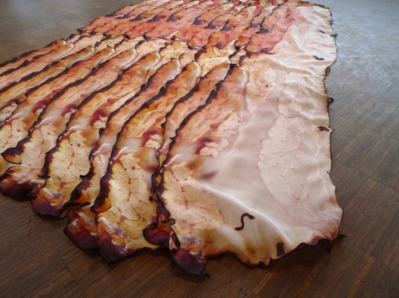 カリカリに焼いたベーコン、と思いきや…! 見ているだけでお腹がすいてくるスカーフを発見ッ!!