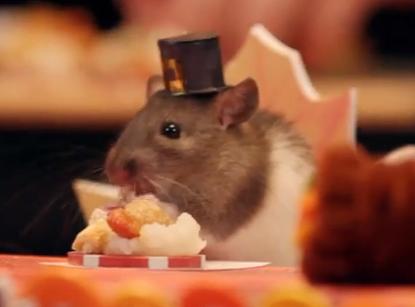ミニチュアだけど本格ディナーぶりがスゴい! 感謝祭を楽しむハムスターさん一家