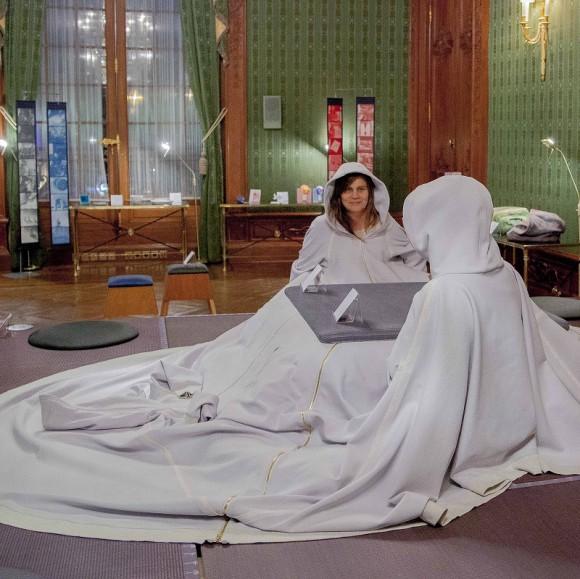 パーカーとこたつ布団が夢の合体ッ! 着ることができる「こたつ」がネットで話題沸騰中!!