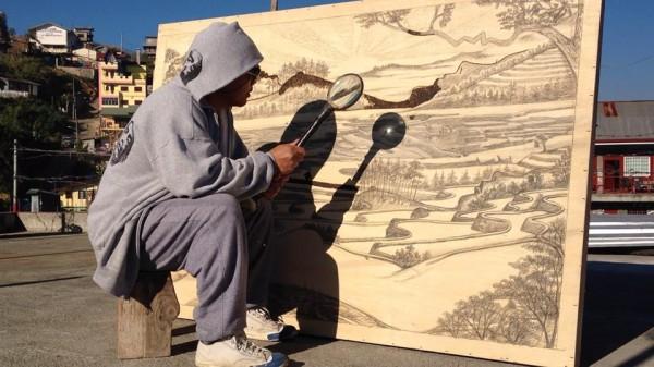 太陽光で絵を描く!? 筆ではなく「虫めがね」を用いて作品を生み出すアーティストを発見ッ!