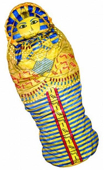 【なんじゃこりゃ】ツタンカーメンにマグロに人体模型……強烈なインパクトを放つへんてこ寝袋セレクション