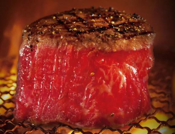 【赤身好き歓喜】牛角に期間限定「牛フィレ塊焼き」登場! 豪快なフォルム、極上の肉汁…赤身好きにはたまらないよぉーーっ!!
