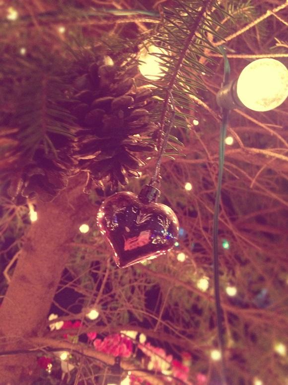 【悲報】え? クリスマスをひとりぼっちで過ごす人は「0人」との調査結果