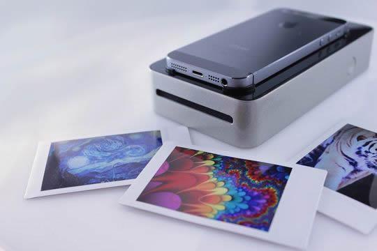 スマホで撮影した画像をスグにフィルム印刷できちゃう! ポンと置いてボタンを押すだけの簡単ガジェットを発見