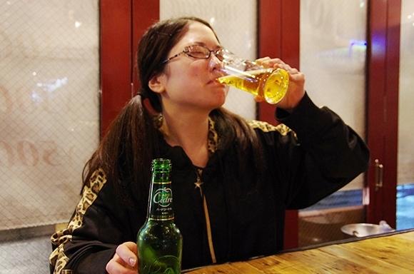 """【こじらせ女子にも恋の予感】キラキラ輝く """"リンゴのお酒"""" の魔法? 飲んだら胸キュン…さえない非モテ女子も大変身!"""