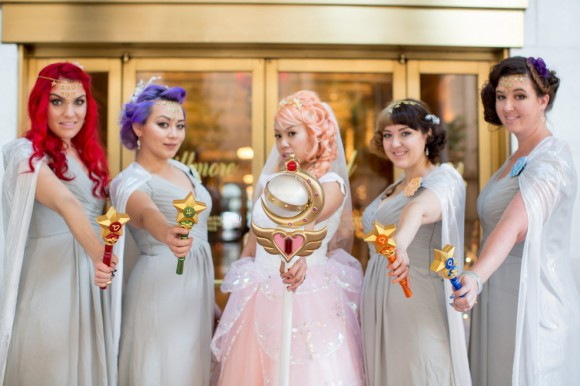 海外のオタク女子が結婚! セーラームーン風の結婚式が衣装やアクセ、小物までこだわっててスゴイ!!