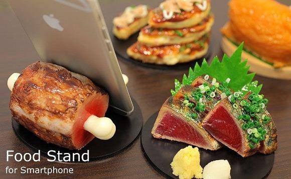漫画みたいな「骨付き肉」がスマホスタンドに! 日本のサンプル職人が本気で作った「食品サンプルスタンド」の新商品です♪