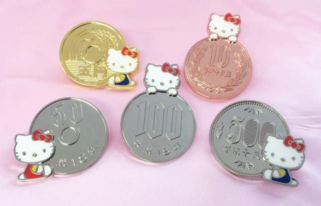 キティちゃんが10円玉や100円玉にちょこんっ♪ 日本のお土産にもピッタリのコインマグネットが新発売されたよっ