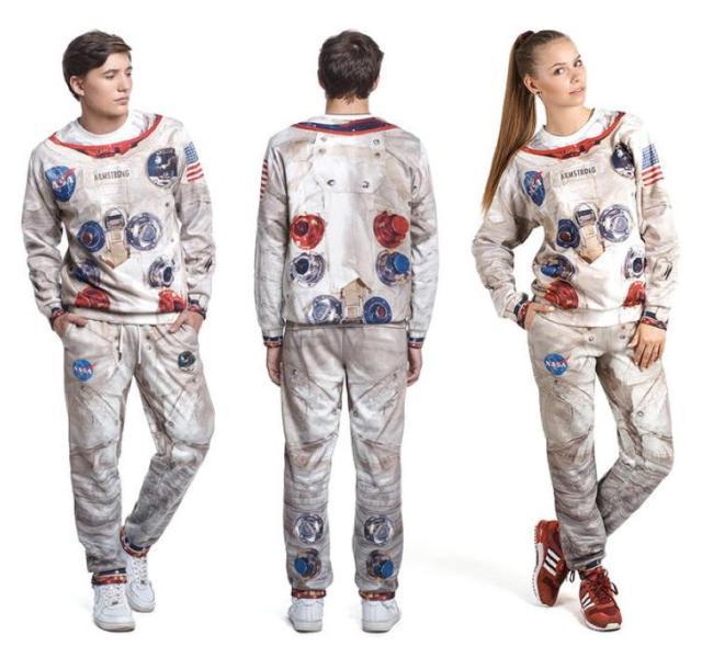 """【宇宙飛行士気分♪】超クール!アポロ11号風のリラックスウェアが登場!/ これさえあれば自宅で""""月面着陸""""も夢じゃない!?"""