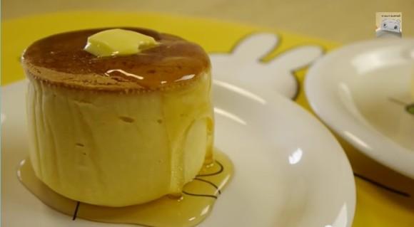そうか、この手があったか! 星乃珈琲店みたいな分厚いふわふわパンケーキをオウチで簡単に作っちゃう方法