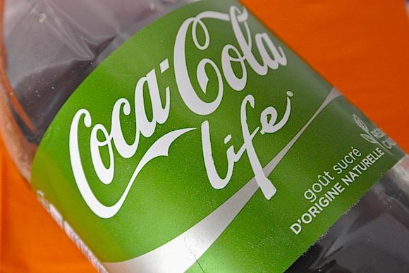 なんたる衝撃! 世界で話題の「緑のコカ・コーラ」を飲んでみました