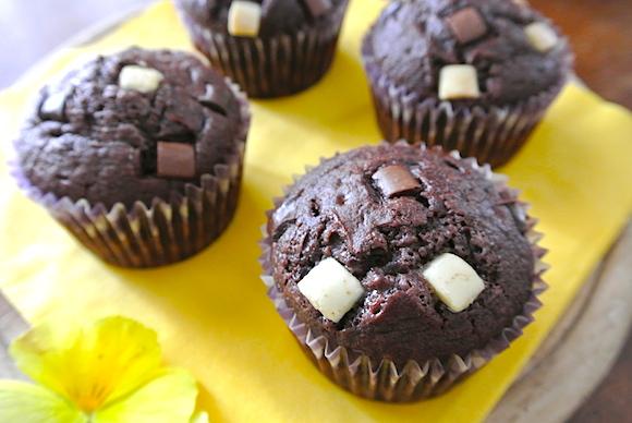 【斬新レシピ】マヨネーズでふわっふわ&激ウマに! 超絶簡単カップケーキ