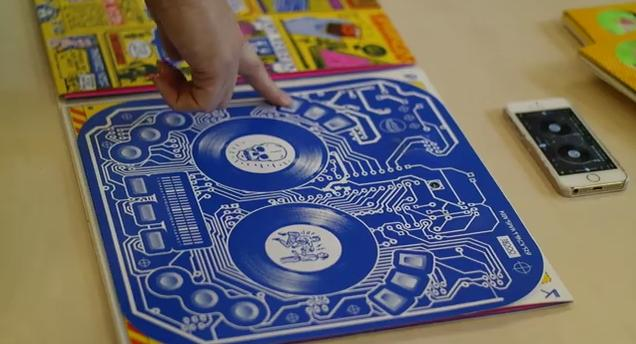 【遊んでみたい】米有名DJのアルバムカバーに採用された紙製「ターンテーブル」が高クオリティーすぎる!!
