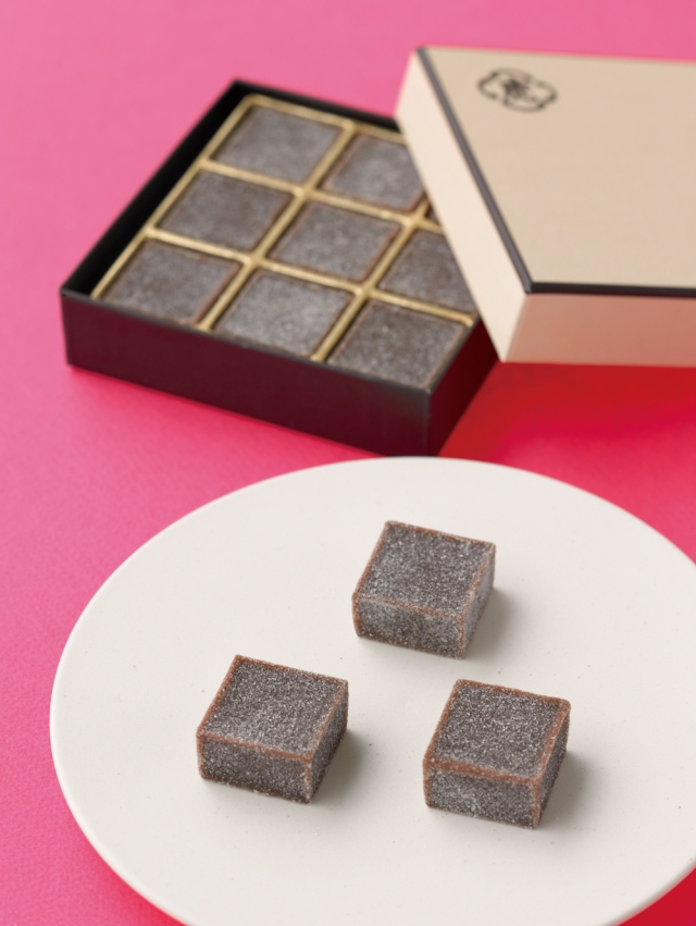 とらやパリ店で生まれた逸品「羊羹 au ショコラ」がバレンタインシーズンにリリースされるよ! 6日間のみ販売の激レア品なり