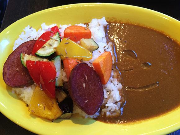 杉本彩さんプロデュース「Curry&Wine Koume」に行ってきた! 野菜たっぷり、酸味のあるスパイシーカレーは正月明けの体にピッタリ♪