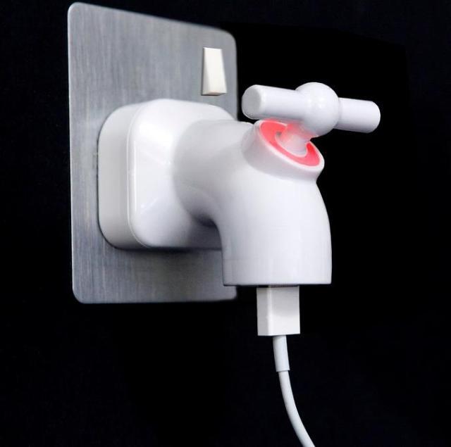 ひねると電気が供給されるよ! 蛇口のかたちをしたUSB充電器が可愛くって愛しくってたまらない!!