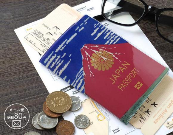 葛飾北斎の「赤富士」に変身!?  パスポートを日本らしい粋なデザインに変えちゃうカバーを発見!!