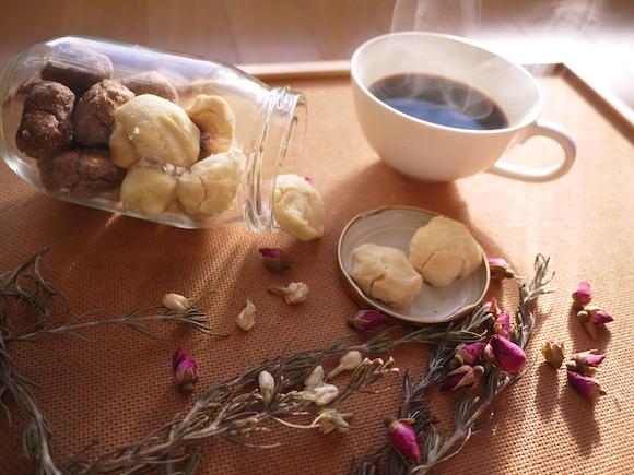 【緊急バレンタイン】材料は3つだけ&かかる時間は15分! オーブンさえ使わず作れるチョコクッキー「メイソンジャー・ココアクッキー」/友チョコ用にお試しあれ!