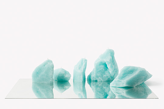 引き込まれそうなほどに神秘的! 青白く美しい氷河をイメージしたキャンドル