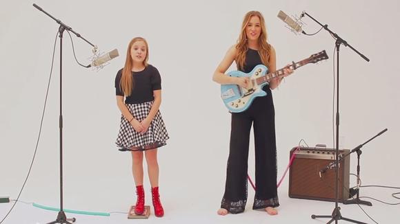 【泣きたい夜に】11歳と15歳の姉妹デュオが天使の歌声すぎると話題!Lennon & Maisy「BOOM CLAP」
