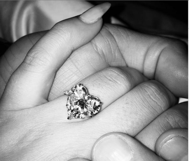 レディーガガが婚約!! 公式Instagramに「YES!」の文字……世界中から祝福の声が殺到中