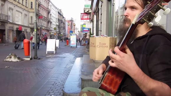 【路上の天才】ポーランドの路上ギタリスト「マリウシュ・ゴリ」の演奏が超絶クール!