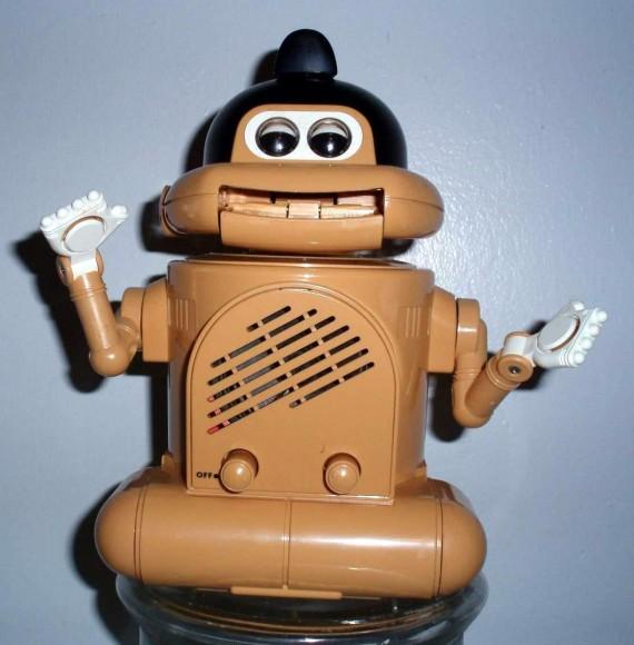 【昭和レトロ】音声に合わせて口をパクパク…80年代に販売された「お相撲さん型ラジオロボット」が可愛い♪