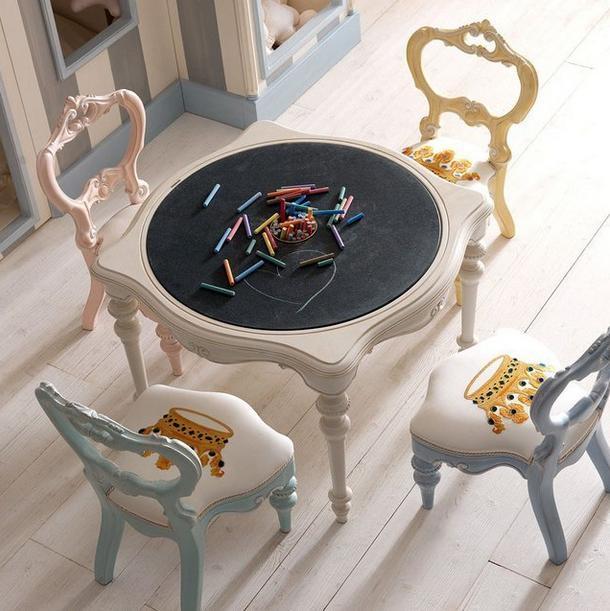 """子供部屋に置いたら絶対に可愛い!物欲くすぐられる ロココ調の """"黒板テーブル"""" を発見♪"""