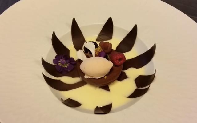 【シェフの魔法】わあ素敵! チョコレートの花びらが1枚1枚花開く!! 世界最高峰クラスの精緻なデザート
