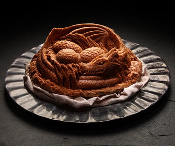 めっちゃカッコイイ!! 『千と千尋の神隠し』のハクみたいなケーキが作れるドラゴンの形のケーキ型