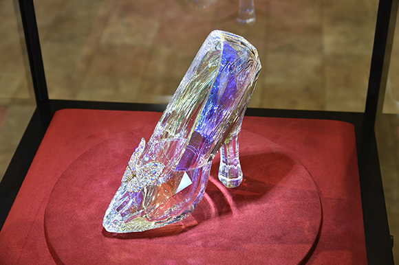 映画『シンデレラ』の展示会に行ってきた! 本物の「ガラスの靴」が美しすぎる!!