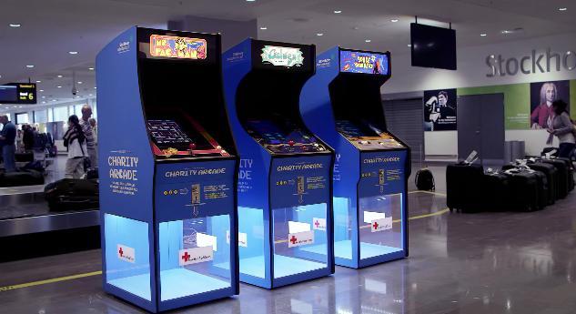 """ゲームすると自動的に赤十字へ募金したことに! スウェーデンの空港に登場したユニークすぎる """"募金箱"""""""