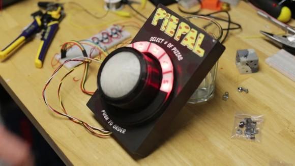 【ポチッとな】ボタンを押すだけでピザが届く! 夢のような装置「PiePal」が開発されて海外で話題に!!