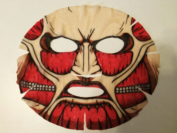 『VOCE』6月号付録の「進撃の巨人フェイスパック」を装着してみた! コスプレ感覚で美肌効果も得られちゃう!!